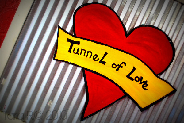 tunnel of love street art