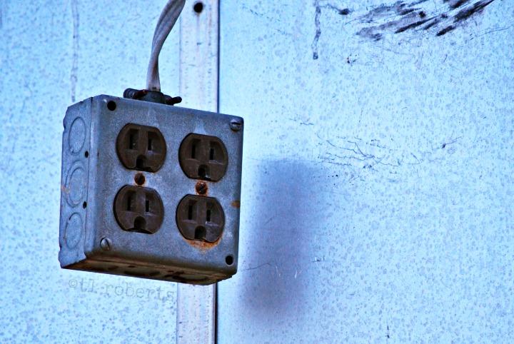 multi outlet plug, blue tint