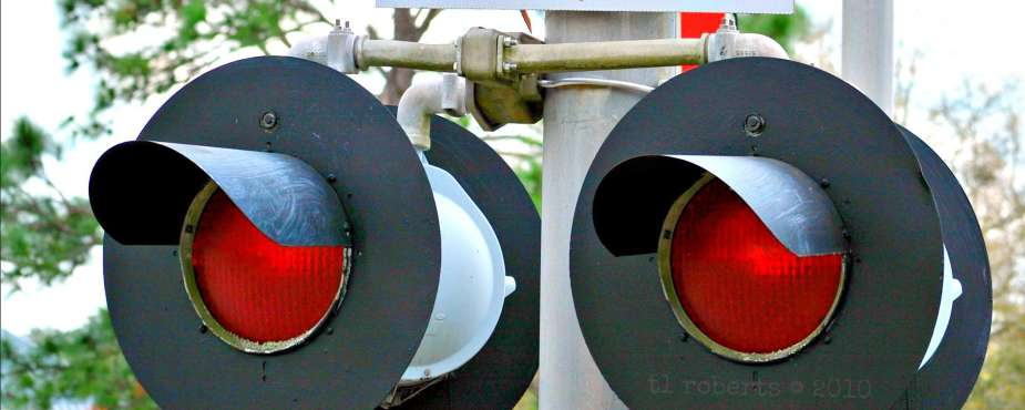 railroad crossing warning lights