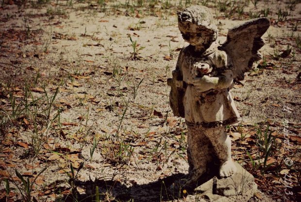 angel grave statue
